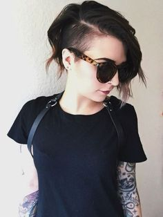 One Side Shaved Hairstyles for Girls - Stylish Short Wavy Haircut