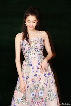 Korean Beauty, Asian Beauty, Guan Xiao Tong, Cocktail Outfit, Evening Dresses, Formal Dresses, Chinese Actress, Beautiful Asian Girls, Red Carpet Fashion