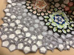 Pieced border of LA PASSACAGLIA Robyn Van. I want to do this with low volume pieces in off-white