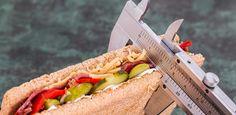 Um abzunehmen müsse man nur weniger Kalorien zu sich nehmen als man verbraucht. Aber stimmt das wirklich? Wir zeigen Dir, was beim Abnehmen wirklich zählt.