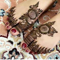Mehndi design one of the best part for makeup. Everyone can find best mehndi design for hand and legs. Simple Leg Mehndi Designs & Patterns for you. Henna Hand Designs, Dulhan Mehndi Designs, Finger Tattoo Designs, Mehndi Designs Finger, Khafif Mehndi Design, Latest Arabic Mehndi Designs, Modern Mehndi Designs, Mehndi Design Photos, Mehndi Designs For Fingers