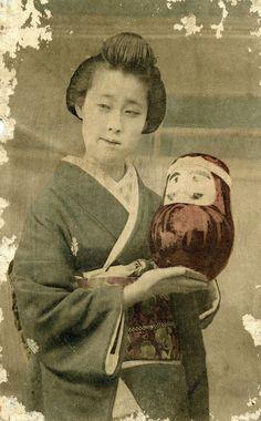 Geisha holding a Daruma Doll 1900 - Blue Ruin 1