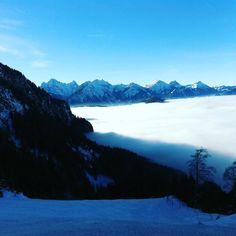 Über den Wolken!! muss die Freiheit wohl grenzenlos sein Over the clouds...!! freedom must be borderless #bergsports #überdenwolken #schönetage #bestoff #snowboarding #perfect #skiing #sun #nature #sunshine #hiking #skibergsteigen #berge #mountains #travel #love #alps #sonne #happy #fun #snow #powder #beautiful #natursports #schnee #goodlife #gesund #durchatmen #alpen