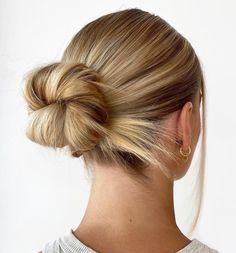 25+ Pretty Long Hairstyles To Love This Summer For All Hair Types whether curly, wavy, or straight hair   Looking for braids hairstyles, twisted ponytails, messy buns, side braids hairstyle, half updo Hairstyles to wear for school or while going out or offices? Here are my favorite long hairstyles for stunning long hair for women and teens whether brunettes or having blonde hair. #longhairstyles #longhair #hairstyles Straight Hair Updo, Straight Black Hair, Straight Hairstyles, Short Hair, Half Updo Hairstyles, Pretty Hairstyles, Medium Hairstyles, Hairdos, Summer Hairstyles