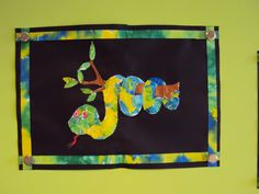 """Naar aanleiding van het boek """"Wil je mijn vriendje zijn"""" van Eric Carle, de slang gemaakt door Cleo. Nat papier met ecoline kleuren. Nadat het droog is stukjes scheuren of knippen op een kleurplaat. Uitknippen, en de resten gebruiken voor de rand."""