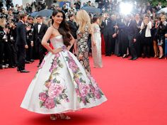 Sonam Kapoor along with other Hollywood beauties walked the red carpet at  Cannes Film Festival 2013