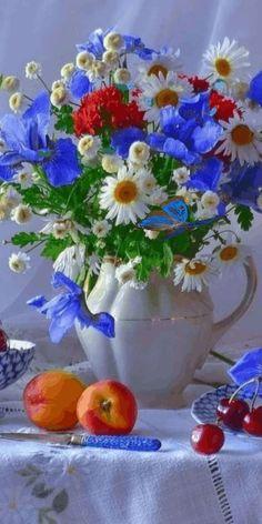 GIF найдено пользователем кто-то. Находите (и сохраняйте!) свои собственные изображения и видео в We Heart It Flowers Gif, Beautiful Rose Flowers, Beautiful Flower Arrangements, Flowers Nature, Amazing Flowers, Floral Arrangements, My Flower, Flower Art, Happy Birthday Flower