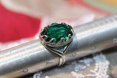Emerald Heart ring. Emerald Green Swarovski by ArtistiqueThings