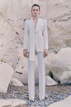 Alexander McQueen Resort 2021 Collection | Vogue Couture Fashion, Runway Fashion, Fashion News, Fashion Brands, High Fashion, Suit Fashion, Alexander Mcqueen, Vogue Paris, Toms