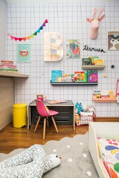 A cute colorful kids room - great inpsiration