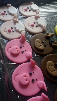 Fondant Toppers, Fondant Cakes, Farm Animal Cupcakes, Animal Cakes, Sheep Cake, Pig Crafts, Farm Cake, Fondant Animals, Cupcake Cookies