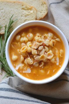 This traditional recipe for Pasta e Fagioli (pasta fazool) is simple comfort food at its finest (and nutritious to boot). Authentic Pasta e Fagioli - This delicious pasta e fagioli soup is comfort food in a bowl. Your whole family will love it! Pasta Fagioli Recipe, Pasta Fagioli Crockpot, Healthy Italian Recipes, Italian Pasta Recipes Authentic, Italian Desserts, Soup Recipes, Cooking Recipes, Easy Recipes, Recipies
