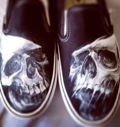 Painted Vans, Custom Painted Shoes, Hand Painted Shoes, Painted Clothes, Custom Shoes, Airbrush Skull, Punk Shoes, Cool Vans, Air Brush Painting