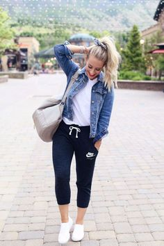 Outfit Jeans Winter Outfit Ideas With Coat Comfy Fall Outfits, Spring Outfits, Winter Outfits, Casual Mom Outfits, Dress Winter, How To Wear Casual, Casual Jeans Outfit Summer, Sporty Summer Outfits, Casual Mom Style