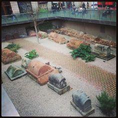 Sabías que en el centro de #Barcelona hay un cementerio romano? // Did you know that in the center of Barcelona there is a Roman cemetery?