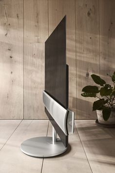 IFA 2017:B&O推出LG OLED面板的高端电视BeoVision Eclipse  可移动电动支脚,自动调节到舒适角度,给人以漂浮的感觉