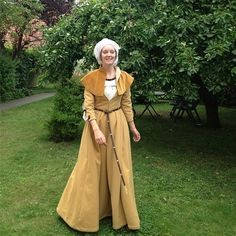 My yellow wool late 15th cetnury Dürer dress. Hompage on all my historical costumes coming soon!