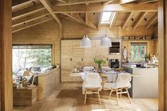 Dreamy rustic cabin in the middle of a Spanish forest home crafts Wooden crates bookshelf room decor house Chalet Design, Cabin Design, Rustic Design, Cabin Homes, Log Homes, Ideas Cabaña, Decor Ideas, Room Ideas, Modern Wooden House