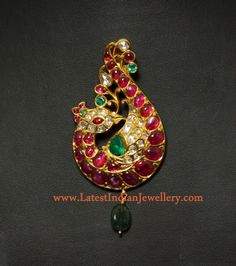 Peacock Design Saree Brooch and Pendant Long Pearl Necklaces, Pearl Jewelry, Indian Jewelry, Pendant Jewelry, Gold Jewelry, Gold Necklace, Gold Bangles, Antique Jewellery Designs, Gold Jewellery Design