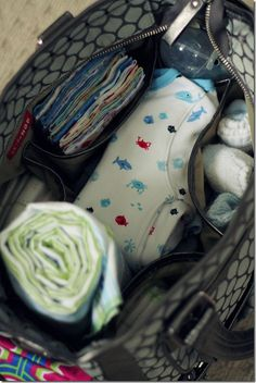 What to pack to take to the hospital for baby and expectant mother. really nice picture reminder post.
