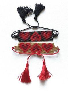 Bead Loom Bracelets, Bracelet Crafts, Peyote Patterns, Beading Patterns, Collars, Heart Hands, Hamsa Hand, Brick Stitch, Heart Bracelet