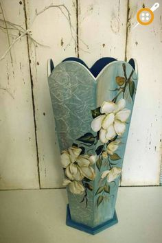 1 million+ Stunning Free Images to Use Anywhere Ceramic Painting, Diy Painting, Painting On Wood, Decoupage Box, Decoupage Vintage, Clay Pot Crafts, Rock Crafts, Wine Bottle Crafts, Bottle Art