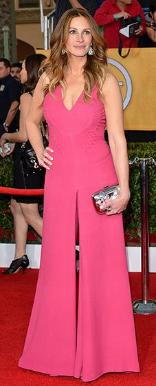 Julia Roberts: 2014 SAG Awards  The August: Osage County star wore a custom-designed, pink, mikado silk jumpsuit by Valentino. She paired her look with a metallic Roger Vivier clutch.  Read more: http://www.usmagazine.com/red-carpet/julia-roberts-2014-sag-awards-2014181#ixzz2qrNMBgBA