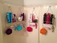 This is a great way to keep the bath tub organized