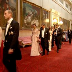 Princess Kate stunned in a blush pink lace Marchesa gown (with a daring neckline!) at the Spanish State Banquet at Buckingham Palace last night (2017). -- How are these the best pics?!