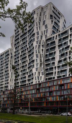 Op de hoek van de Mauritsweg en het Schouw- burgplein in Rotterdam verschijnt De Calypso. Dit nieuwbouw complex komt op de plek van het Hotel Holiday Inn, De Pauluskerk en de voormalige bioscoop Calypso.
