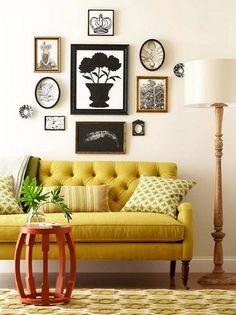 как расположить галерею над диваном
