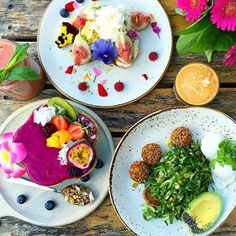 Thanks again @_squeakyclean ❤️ The pitaya bowl with paleo granola, passion fruit, kiwi, berries & coconut + the fig tree with raspberries, fig, ricotta, pistachio, Persian fairy floss & honey on sourdough + the green goodness bowl with poached eggs, avocado, chickpea, flax & sesame seed falafels, pepitas, vegan mayo, kale crumb, leafy greens & sourdough toast Speedo's Cafe - North Bondi #sydney #breakfast #breakfastinsydney #speedoscafe @speedoscafe