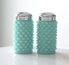 Fenton Turquoise Hobnail Salt and Pepper Shakers. Four things I love: S shakers, hobnail, milk glass, and turquoise! Vintage Dishes, Vintage Glassware, Fenton Glassware, Antique Dishes, Vintage Pyrex, Vintage Kitchenware, Vintage Antiques, Salt Pepper Shakers, Salt And Pepper