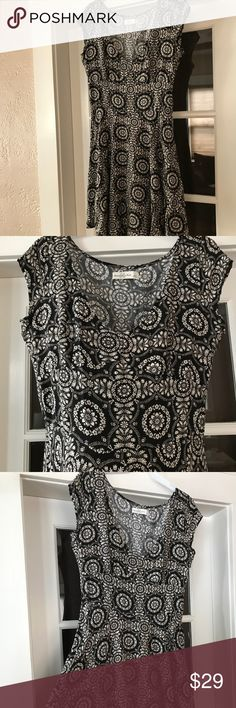 Abercrombie and fitch v neck patterned dress large Beautiful dress nwot. Never worn. Super pretty. Size large. Abercrombie & Fitch Dresses
