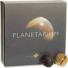 ENRIC ROVIRA the solar system in heavenly chocolate designs with this Planetarium gift set.