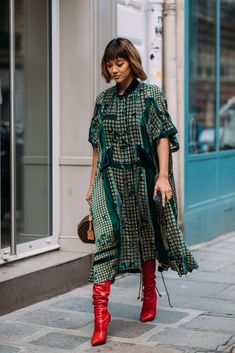 See Every Unforgettable Street Style Outfit From Paris Fashion Week Right Here, Right Now Fashion Mode, Fashion 2018, Look Fashion, Fashion Photo, Paris Fashion, Fashion Outfits, Womens Fashion, Fashion Tips, Feminine Fashion
