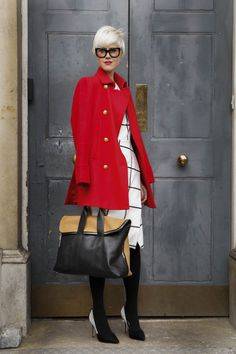 Street-Style: London Fashion Week Herbst/Winter 2013/2014 - GLAMOUR {Like the Red Coat}