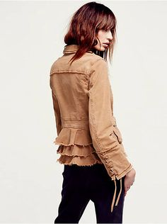 Free People Military Ruffle Twill Jacket,  128.00 Oberbekleidung Frauen,  Blazer, Wildlederjacke, Pullover 01d80a4bb2