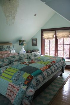 I absolutely love quilts like this. They have no rhyme or reason behind the colors. Bohemian bedroom, quilts.