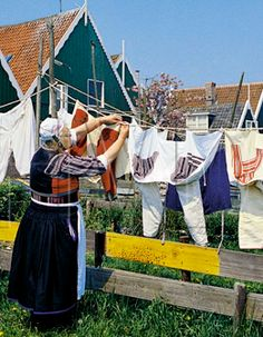 Marken klederdracht vrouw in zware rouw #NoordHolland #Marken