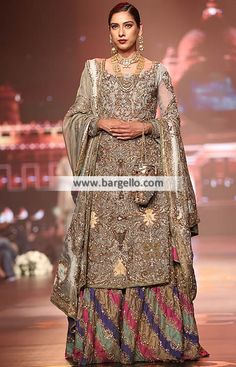 Spectacular Bridal Gharara for Wedding and Special Occasions Spectacular bridal gharara will give you very spec Pakistani Formal Dresses, Shadi Dresses, Pakistani Wedding Outfits, Pakistani Wedding Dresses, Bridal Outfits, Indian Dresses, Indian Outfits, Pakistani Clothing, Wedding Hijab