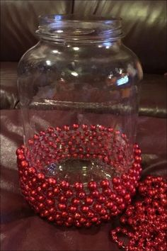Beaded Christmas Jar - Christmas Crafts - Next time you're at the Dollar Store, buy some beads and copy this gorgeous idea for Christmas! Diy Christmas Vases, Dollar Store Christmas, Christmas Projects, Christmas Wreaths, Christmas Ornaments, Christmas Ideas, Christmas Lights, Christmas Bathroom, Christmas Flowers