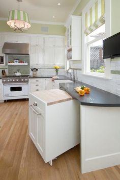 Att renovera ett kök medför ofta en hög kostnad, just därför är det så viktigt att resultatet verkligen blir det du förväntar dig. Oavsett om du renoverar ditt kök själv, eller tar in hantverkare är här några ovärderliga tips att ta med dig!