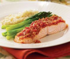 Salsa Roasted Salmon - Fire up the food processor, add a few simple ingredients, and you've got a vibrant-tasting salsa in minutes. Other fish and even chicken or turkey could stand in for the salmon—adjust the roasting time accordingly. Heart Healthy Recipes, Healthy Dishes, Diabetic Recipes, Healthy Dinner Recipes, Healthy Eating, Cooking Recipes, Diabetic Foods, Whole30 Recipes, Healthy Appetizers