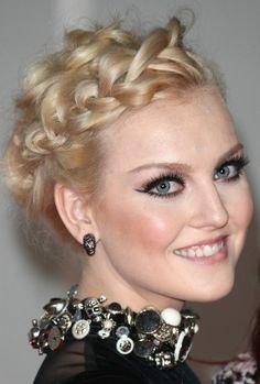 Wedding hairstyles of Perrie Edwards, etc. <3