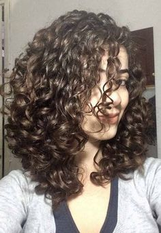 How to Care for Curly Hair At Home : Naturally Curly Hair Care Tips – Übergangsfrisuren Thin Curly Hair, Hairdo For Long Hair, Natural Wavy Hair, Short Wavy Hair, Curly Hair Care, Long Hair Cuts, Curly Hair Styles, Curly Girl, Face Shape Hairstyles