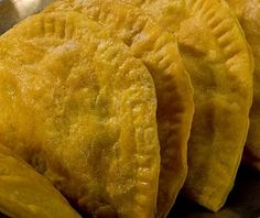 Jamaican Chicken Patties:: Ingredients: 1 teaspoon curry powder and salt and pepper 2 cups flour cup white vegetable shortening or margarine 5 Tbs ice wa. Jamaican Chicken Patty Recipe, Chicken Patty Recipes, Jamaican Beef Patties, Jamaican Patty, Jamaican Cuisine, Jamaican Dishes, Jamaican Curry, Jamaican Recipes, Jamaican Desserts