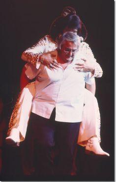 Elvis Presley and Lamar Fike : September 3, 1973 |  phoro by renowned Dutch rock photographer Laurens van Houten - See more at: http://photos.elvispresley.com.au/friends/lamar_fike.html#sthash.y5ufA6We.dpuf