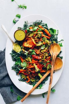 AMAZING Lentil Curry Salad with Kale, Roasted Veggies, and a GREEN CURRY dressing! 30 minutes! #vegan #glutenfree #salad #recipe #healthy #minimalistbaker