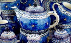 Genuine Polish pottery stoneware imported from Boleslawiec. Thousands of Polish pottery and stoneware to browse and buy. Teapots And Cups, Tea Art, Polish Pottery, China Patterns, Ceramic Artists, Stoneware, Earthenware, Tea Cups, Blue And White